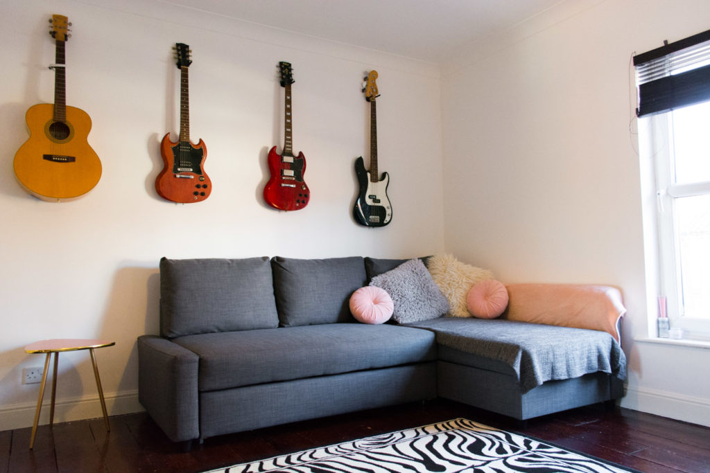 Sofa from Ikea, pink side table from Maisons Du Monde, rug from Wayfair
